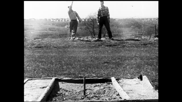 vidéos et rushes de group of young men playing softball in the field; two men shooting at targets at shooting range; two men playing horseshoes in front of the camera - 1940 1949