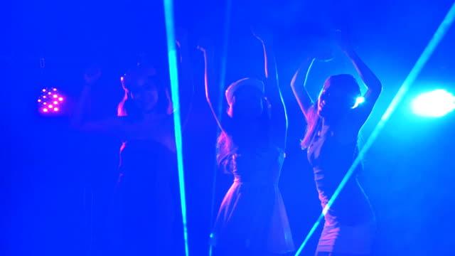 Gruppe junger Frauen Spaß tanzen, Party, Feier-Konzept