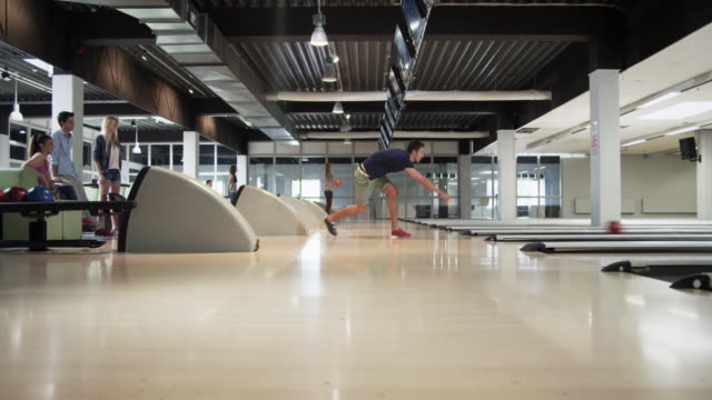 group playing bowling - ten pin bowling stock videos & royalty-free footage