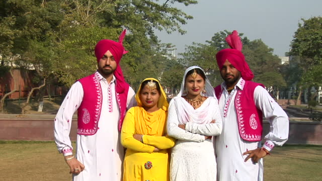 zo, ws, group portrait of two sikh couples outdoors, amritsar, punjab, india - turban stock videos & royalty-free footage