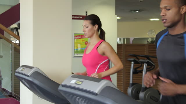 vídeos de stock, filmes e b-roll de group running on treadmills, cardio workout exercise in gym - aparelho de musculação
