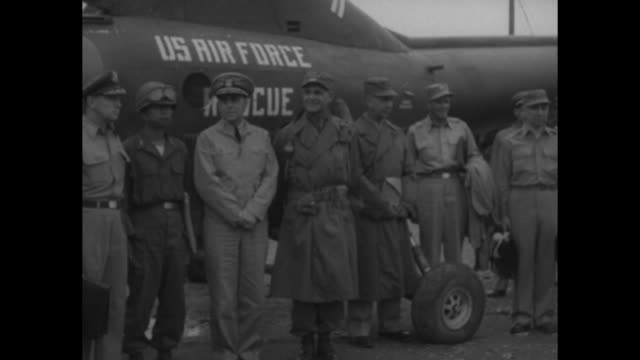 group shot us gen matthew ridgway stands in front of usaf rescue helicopter with members of un truce team standing between adm c turner joy and maj... - matthew b. ridgway stock-videos und b-roll-filmmaterial