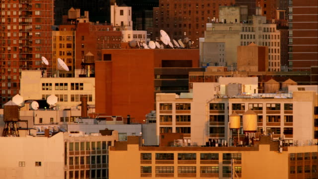 a grouping of architectural buildings on the west side of manhattan during dusk. - halvbild bildbanksvideor och videomaterial från bakom kulisserna