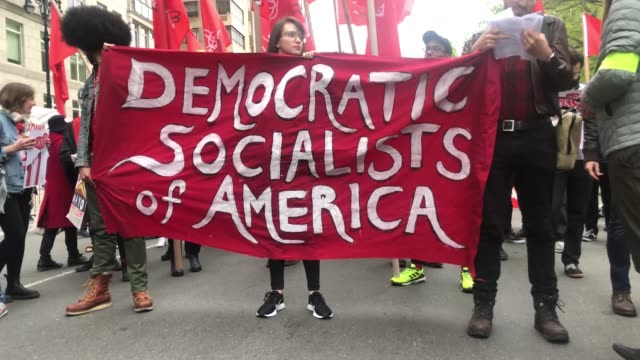 vídeos de stock, filmes e b-roll de groups of socialists participate in a protest outside of a trump owned building on may day on may 01 2019 in new york city around the country and the... - 1 de maio
