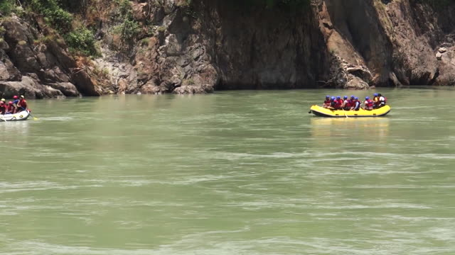 groups rafting down river, india - water sport stock videos & royalty-free footage