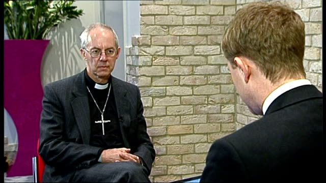 growing gap between the rich and the poor welby along at meeting justin welby set up shots with reporter / interview sot - ジャスティン・ウェルビー点の映像素材/bロール