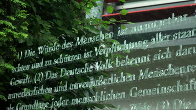 """grundgestz 49"" by artist dani karavan, jakob-kaiser-house, reichstagufer, berlin, germany - justizwesen stock-videos und b-roll-filmmaterial"