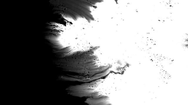 grunste breitet sich aus und füllt den bildschirm - black and white stock-videos und b-roll-filmmaterial