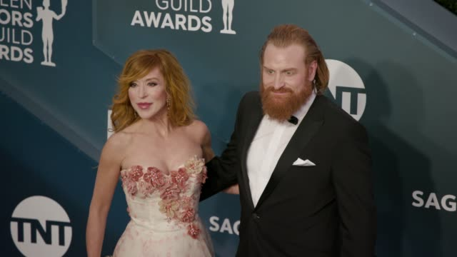 stockvideo's en b-roll-footage met gry molvær hivju and kristofer hivju at the 26th annual screen actors guild awards arrivals at the shrine auditorium on january 19 2020 in los... - screen actors guild