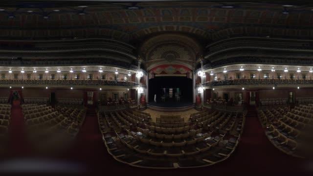 vídeos de stock e filmes b-roll de guanajuato city theater in 360 vr - panorama equiretangular
