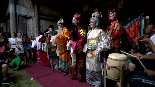 guangchang meng opera, a traditional local drama popular in guangchang county, jiangxi province, is one of the national intangible cultural heritage. - erzählen stock-videos und b-roll-filmmaterial