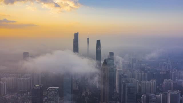vídeos y material grabado en eventos de stock de guangzhou financial district in fog - punta descripción física