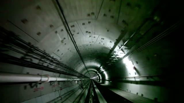 広州トンネル - 地下鉄駅点の映像素材/bロール