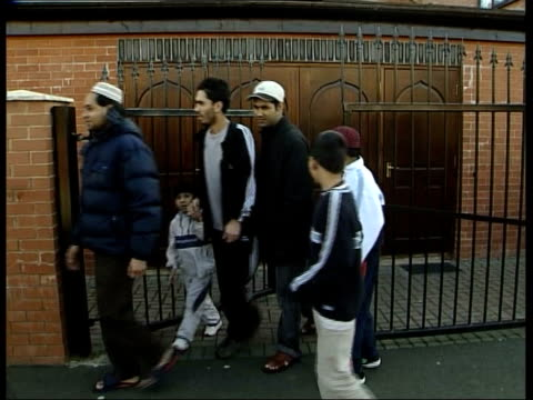 stockvideo's en b-roll-footage met britons to return home itv england tipton muslims leaving the mosque after prayers cms muslim men talking ms muslims leaving mosque cms vox pops sot - itv evening news