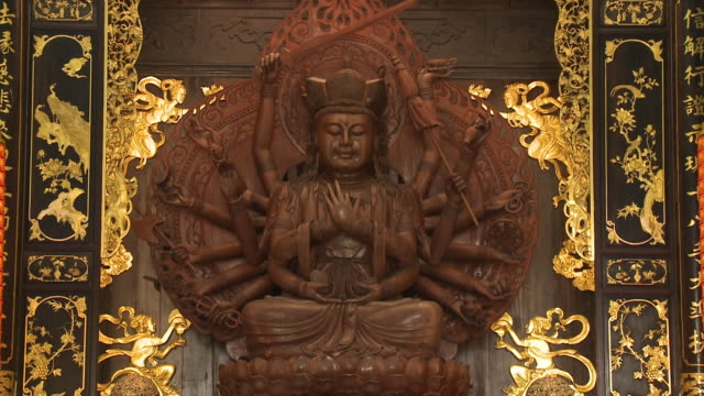 guanyin with many arms, kek lok si temple, penang - guanyin bodhisattva stock videos & royalty-free footage