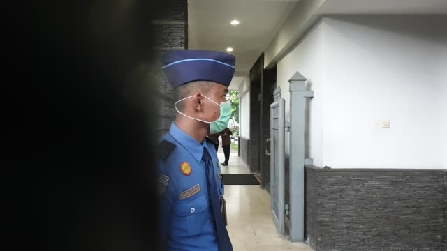 guard standing guarding the vip gate uppon arrival of indonesian citizens that declared health from two weeks observation in natuna after evacuated... - wuhan stock-videos und b-roll-filmmaterial