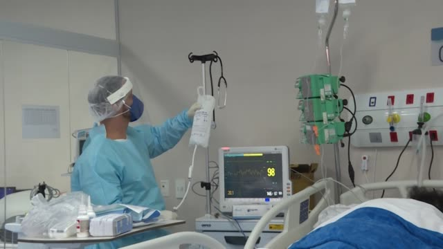 vídeos y material grabado en eventos de stock de guardias maratónicas, salarios bajos y presión psicológica por temor a llevar el coronavirus a casa: así es la rutina de los enfermeros en brasil, en... - llevar