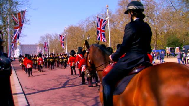 guards and law enforcement - brittisk kultur bildbanksvideor och videomaterial från bakom kulisserna