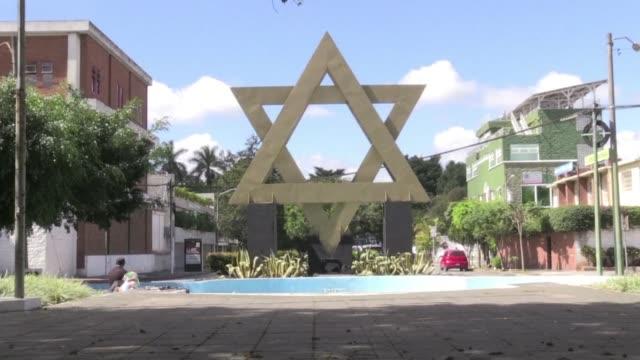 vídeos de stock e filmes b-roll de guatemala trasladara su embajada en israel a jerusalen luego de que el presidente jimmy morales anunciara la decision en consonancia con la medida... - tomada de decisão