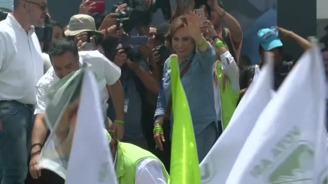 stockvideo's en b-roll-footage met guatemala's presidential candidate and former first lady sandra torres arrives for her final campaign rally in the capital two days before the... - presidentskandidaat