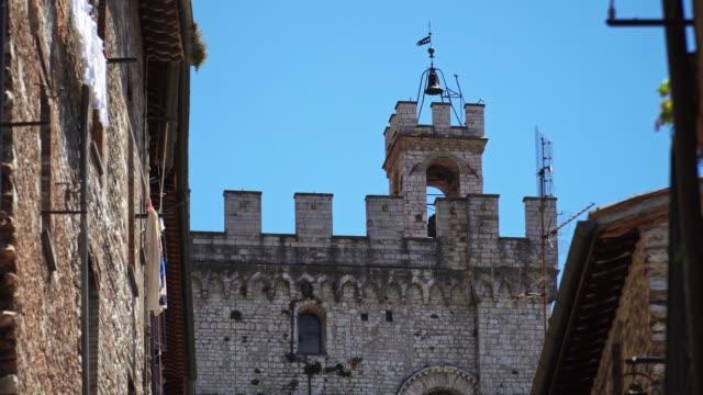 gubbio aerial view - periodo medievale video stock e b–roll