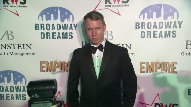 vídeos de stock e filmes b-roll de guest at the broadway dreams foundation champagne and caroling gala arrivals at celsius on december 10 2012 in new york new york - aparelhagem de áudio