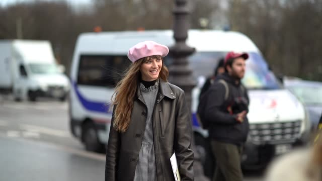 guest wears a pink beret hat, outside chanel, during paris fashion week -haute couture spring/summer 2018, on january 23, 2018 in paris, france. - basco video stock e b–roll