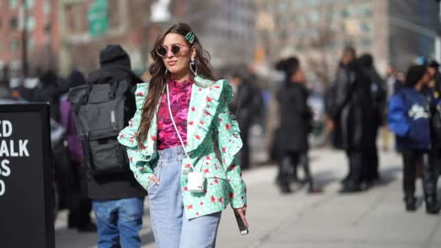 vídeos de stock, filmes e b-roll de a guest wears pink heartshaped sunglasses heartshaped earrings a pastel green floral print ruffled jacket with printed red roses a pink and purple... - rosa cor