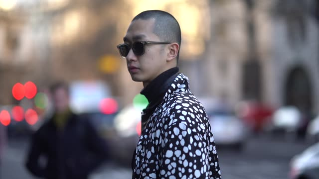 guest wears sunglasses, a black and white outfit, during london fashion week men's january 2018 on january 07, 2018 in london, england. - london fashion week点の映像素材/bロール
