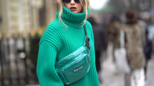 stockvideo's en b-roll-footage met a guest wears sunglasses an oversize blue wool pull over turtleneck a shoulder strap bag gray high boots during paris fashion week womenswear... - herfst winter collectie
