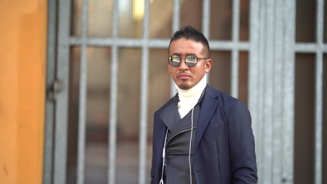 guest wears white sneakers, a white turtleneck, a blazer jacket, sunglasses, a backpack, during milan menswear fashion week fall/winter 2018/19 on... - dolcevita video stock e b–roll