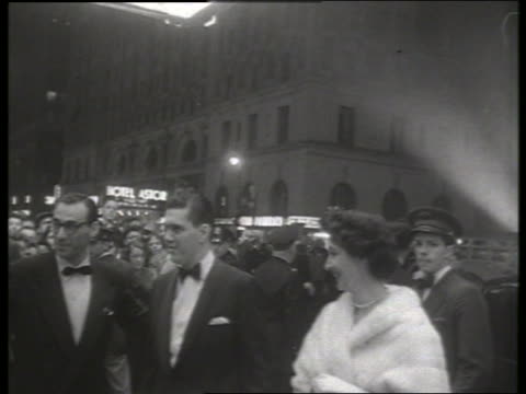 b/w 1954 guests arrive at movie premiere of thunder bay / no sound - 1954 bildbanksvideor och videomaterial från bakom kulisserna