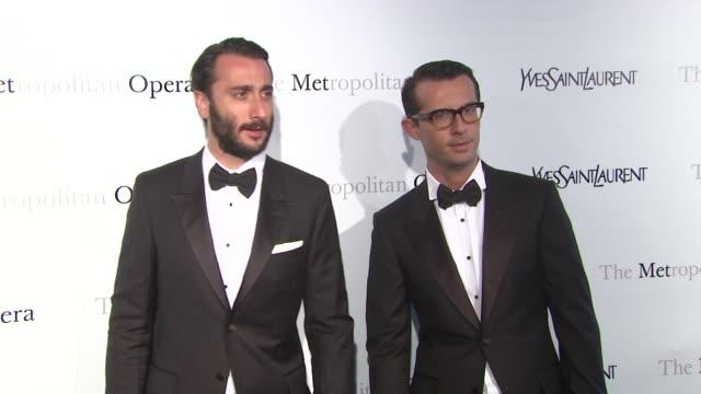 "vídeos de stock, filmes e b-roll de guests at metropolitan opera gala premiere of jules massenet's ""manon"" at the metropolitan opera house on march 26, 2012 in new york, new york - manon lescaut"