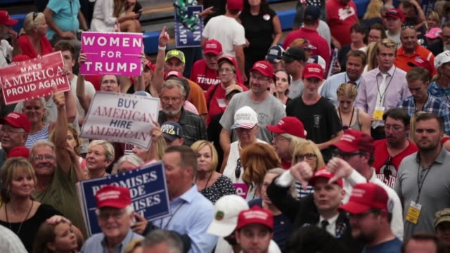 vídeos de stock e filmes b-roll de guests attend a rally where president donald trump was speaking to show support for ohio republican congressional candidate troy balderson on august... - comício político