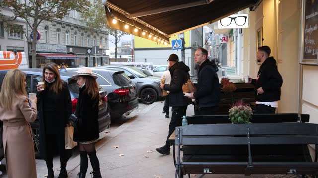 guests of a cafe stand outside and drink a cafe to take-away in the district charlottenburg-wilmersdorf next to kurfuerstendamm during a four-week... - entfernen stock-videos und b-roll-filmmaterial