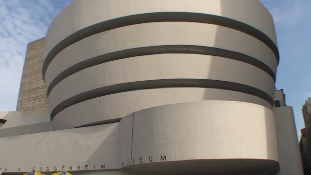 stockvideo's en b-roll-footage met guggenheim museum exterior guggenheim museum exterior on january 01 2011 - salmini
