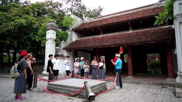 guide talking to tourist in hoa lu temple - traditionally vietnamese stock videos & royalty-free footage