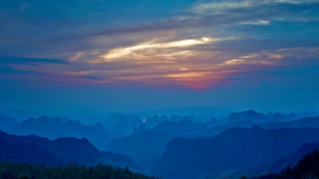Guilin Hills in der Dämmerung
