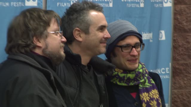 guillermo del toro alfonso cuaron gael garcia bernal at the 2009 sundance film festival 'rudo y cursi' premiere at park city ut - alfonso cuaron stock videos & royalty-free footage
