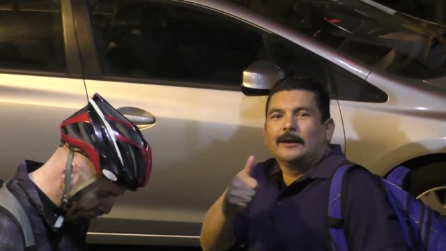 stockvideo's en b-roll-footage met guillermo rodriguez arrives at jimmy kimmel live at el capitan theater in hollywood at celebrity sightings in los angeles on december 13 2017 in los... - el capitan theater