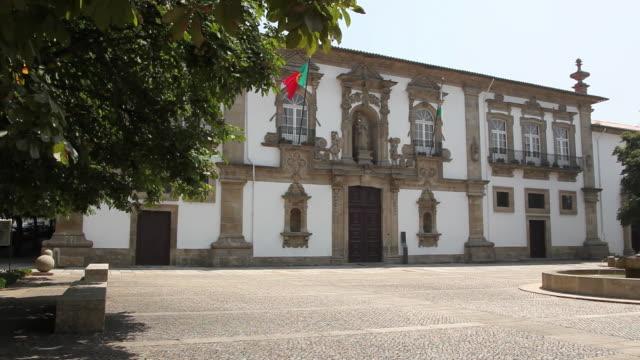 guimaraes, convent of santa clara (town hall), 16th century by baltasar de andrade, guimaraes, unesco world heritage - 女子修道院点の映像素材/bロール