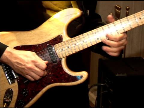 gitarrenspieler - psychedelische musik stock-videos und b-roll-filmmaterial