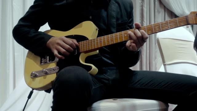vidéos et rushes de joueur de guitare  - guitariste