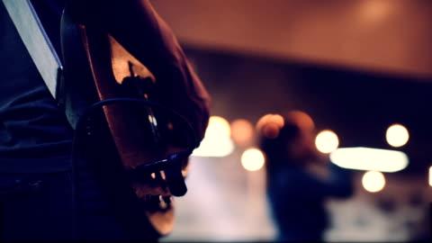 gitarrenspieler - live ereignis stock-videos und b-roll-filmmaterial