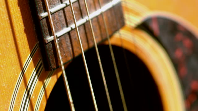vidéos et rushes de corde de guitare vibrant - guitare