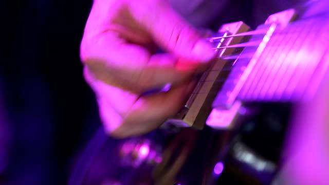 gitarist spelen elektrische gitaar