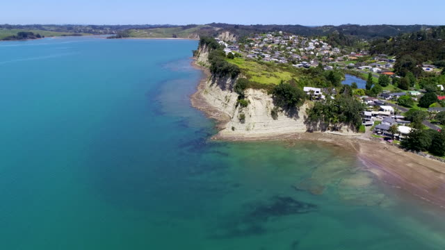 gulf harbour luftbild - bucht bay of islands neuseeland stock-videos und b-roll-filmmaterial