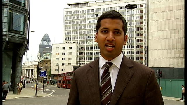 stockvideo's en b-roll-footage met president obama accused of personal attacks on bp england london reporter to camera - bp