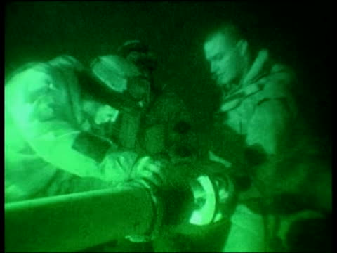 day 4 channel 4 news uk iraq nr nasiriyah british soldier shouting orders to colleagues sot british soldiers loading large gun soldiers firing... - nasiriyah stock-videos und b-roll-filmmaterial