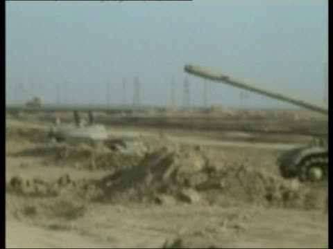 day 5 evening news iraq basra ext gv british soldiers sitting on top of warrior armoured personnel carrier gv british challenger tank on road gvs... - bassora video stock e b–roll